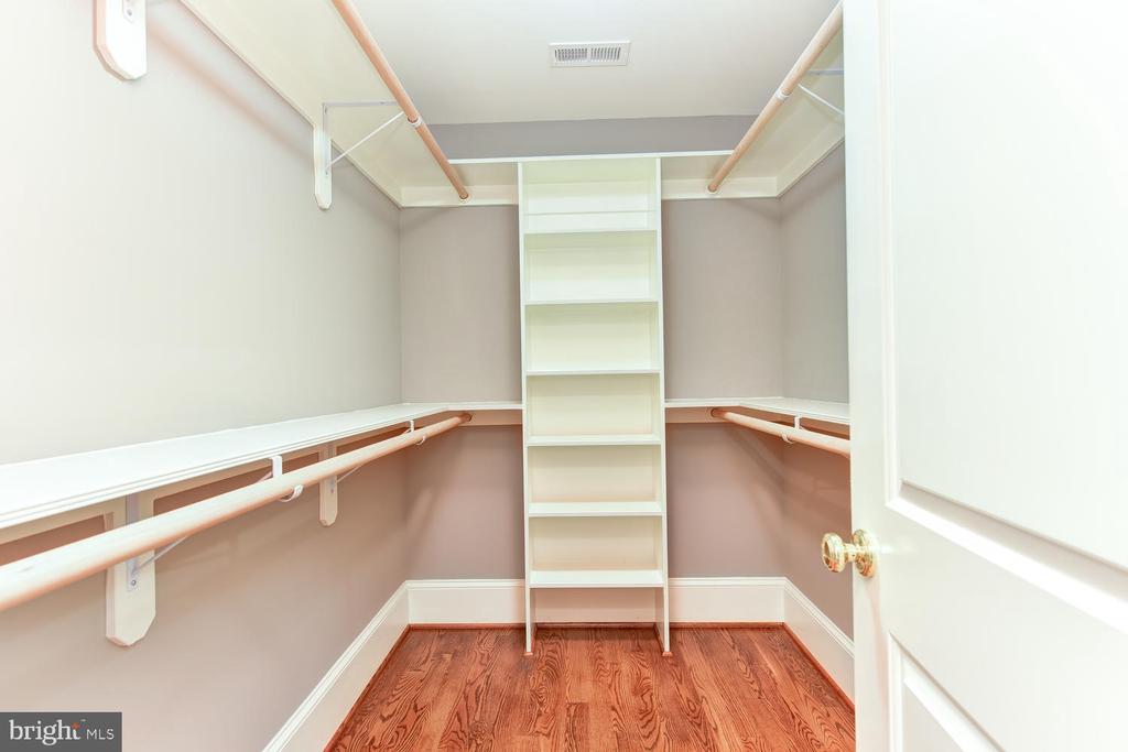 Second Master closet - 402 PRINCETON BLVD, ALEXANDRIA