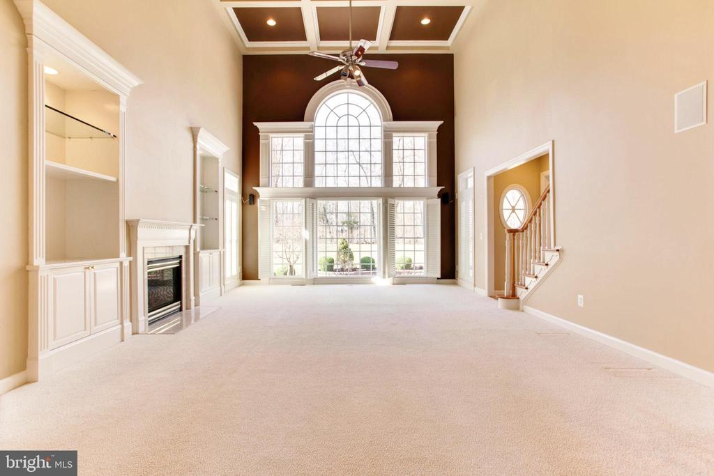 Spectacular 2 Story Family Room With Treed View - 42739 CEDAR RIDGE BLVD, CHANTILLY