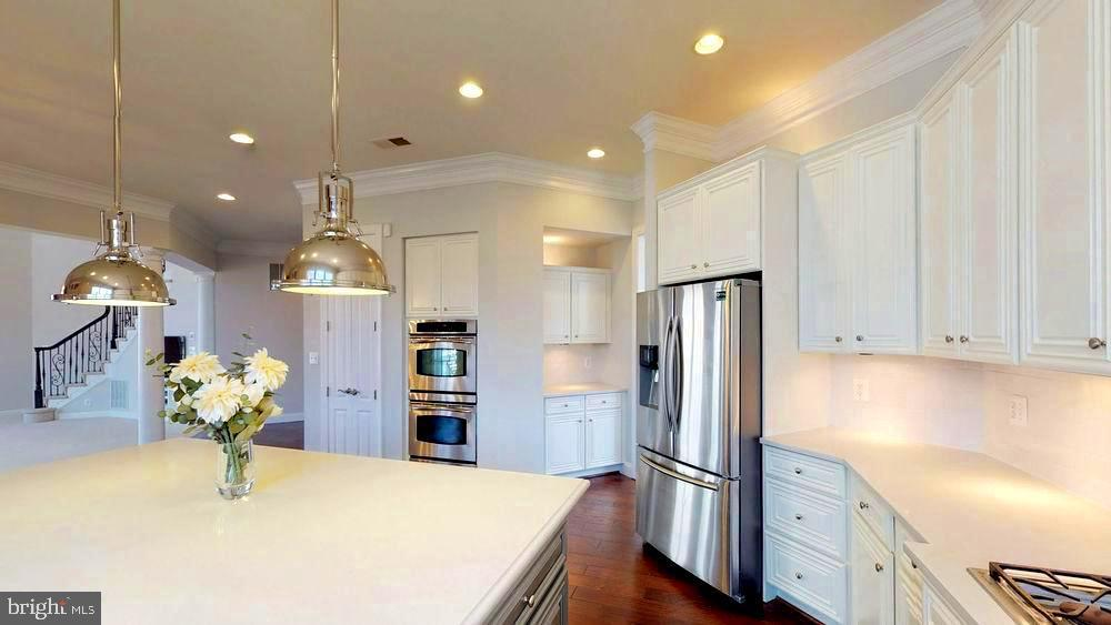 Bright  and open kitchen! - 43263 PARKERS RIDGE DR, LEESBURG