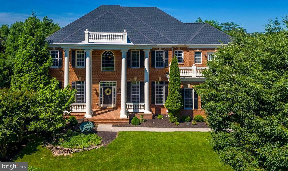 Stunning presence on Parkers Ridge Drive - 43263 PARKERS RIDGE DR, LEESBURG