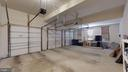 Large 3 car garage! - 43263 PARKERS RIDGE DR, LEESBURG