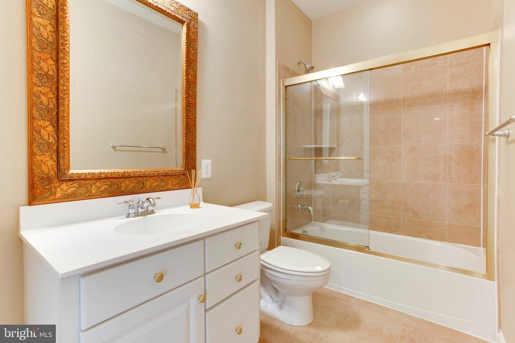 Main Level Full Bath- Suite Bath - 42739 CEDAR RIDGE BLVD, CHANTILLY