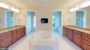 MasterBath w/dual vanities , dual lavatories - 43263 PARKERS RIDGE DR, LEESBURG