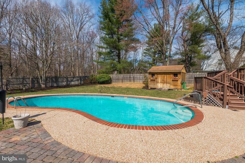 Fantastic fenced in pool - 9802 PEPPERMILL PL, VIENNA