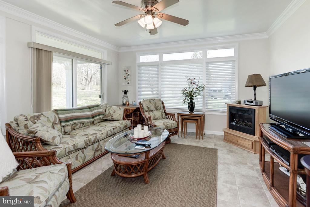 enclosed sunroom w/sgd to covered patio - 9802 PEPPERMILL PL, VIENNA