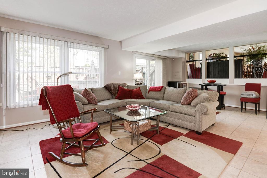Abundance of natural light in FR,open to level 1 - 9802 PEPPERMILL PL, VIENNA