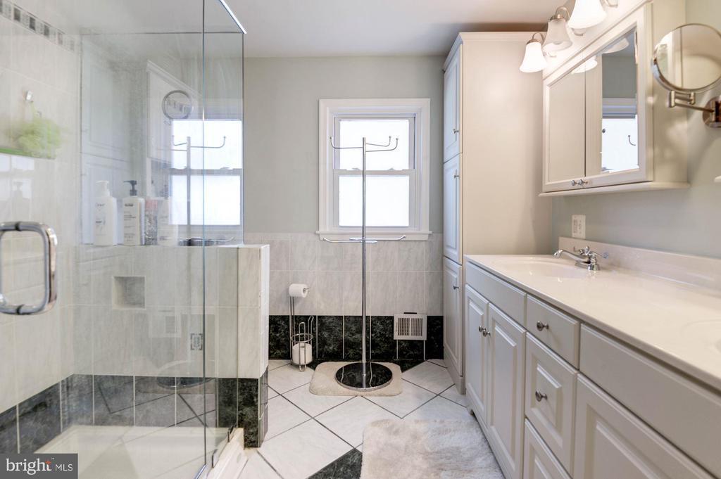 Totally updated master bath w/tile floor &surround - 9802 PEPPERMILL PL, VIENNA