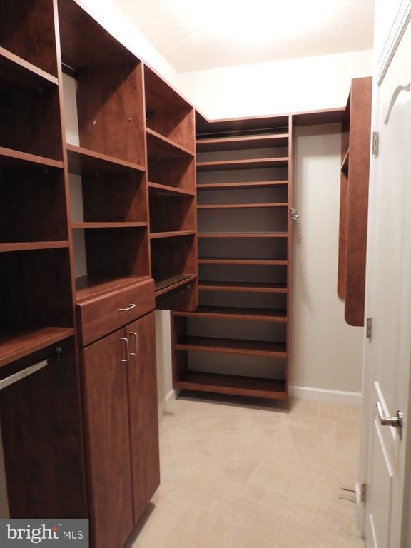 Custom closets! - 43263 PARKERS RIDGE DR, LEESBURG