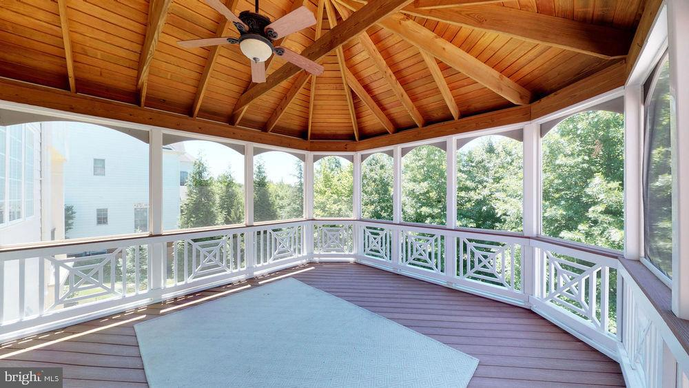 Covered and screened for your relaxation! - 43263 PARKERS RIDGE DR, LEESBURG
