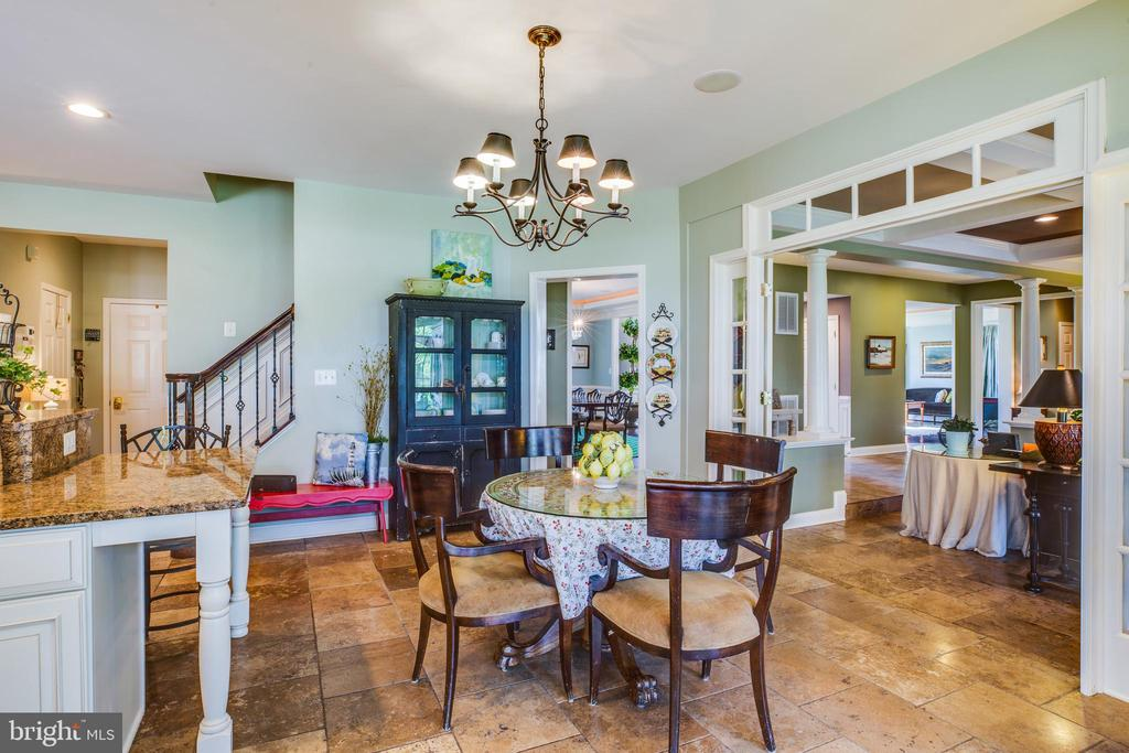 Eat in area in kitchen, opens into Family room - 20 PROSPECT DR, FREDERICKSBURG