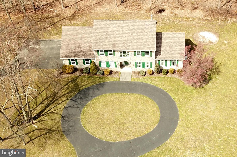 Maison unifamiliale pour l Vente à 423 PENNINGTON TITUSVILLE Road Titusville, New Jersey 08560 États-UnisDans/Autour: Hopewell Township
