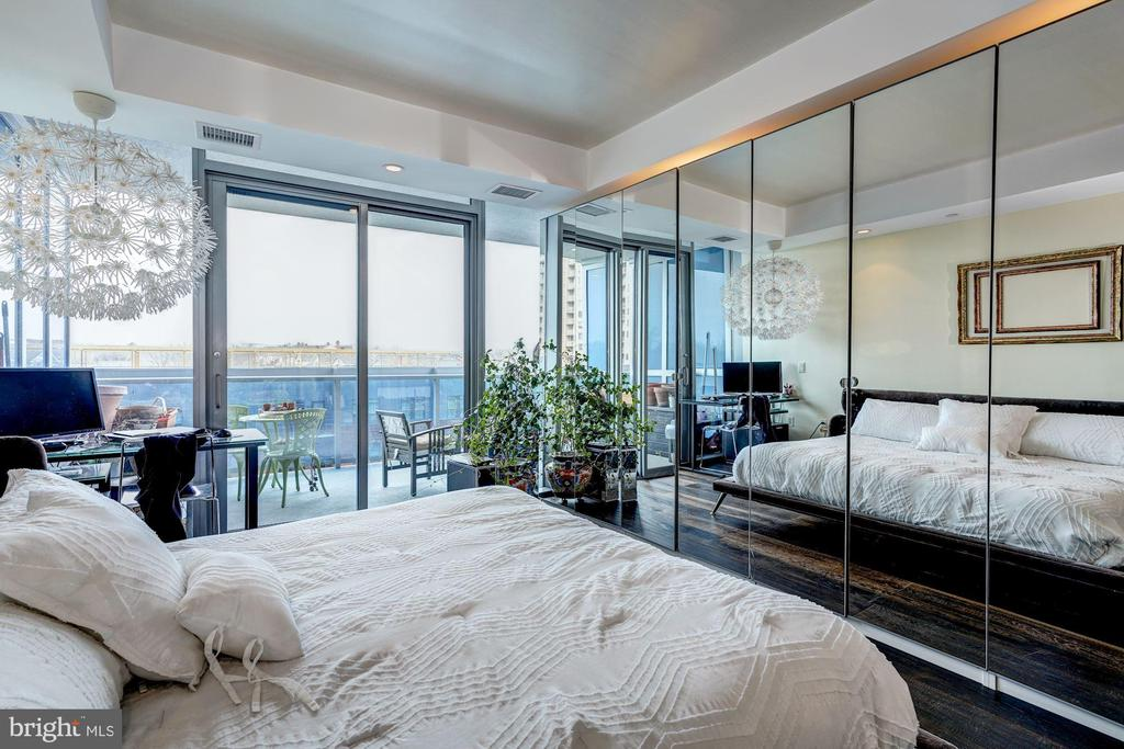 Bedroom Suite with Terrace Access - 1881 N NASH ST #906, ARLINGTON