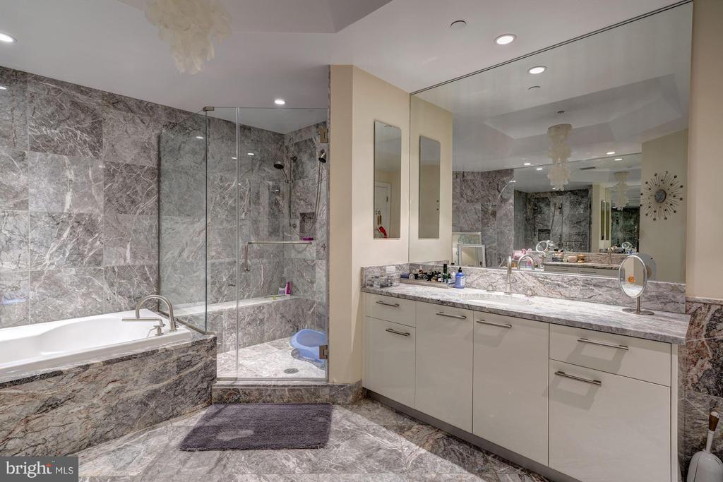 Master Bath with Dual Sinks - 1881 N NASH ST #906, ARLINGTON