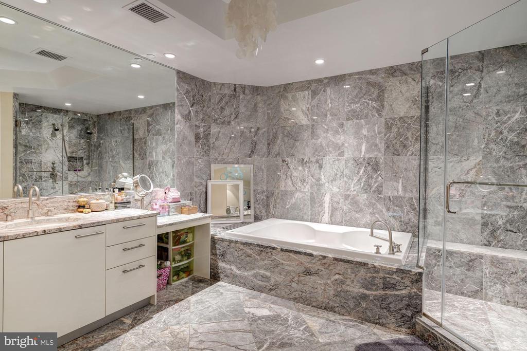 Large Marble Master Bath with Make Up Vanity - 1881 N NASH ST #906, ARLINGTON