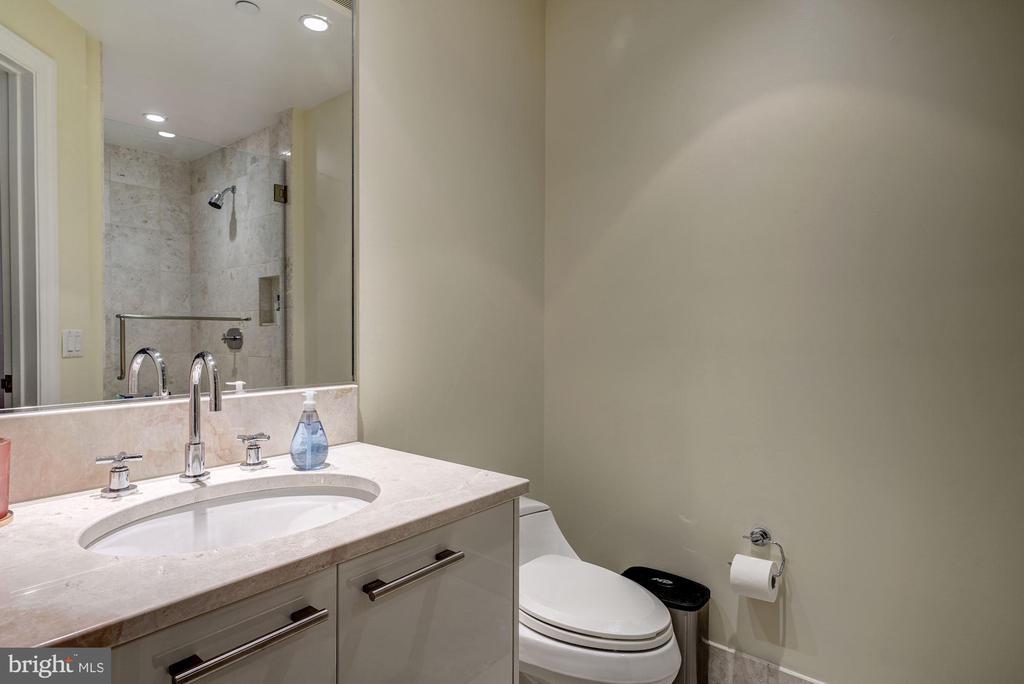 Full Hall Bath - 1881 N NASH ST #906, ARLINGTON