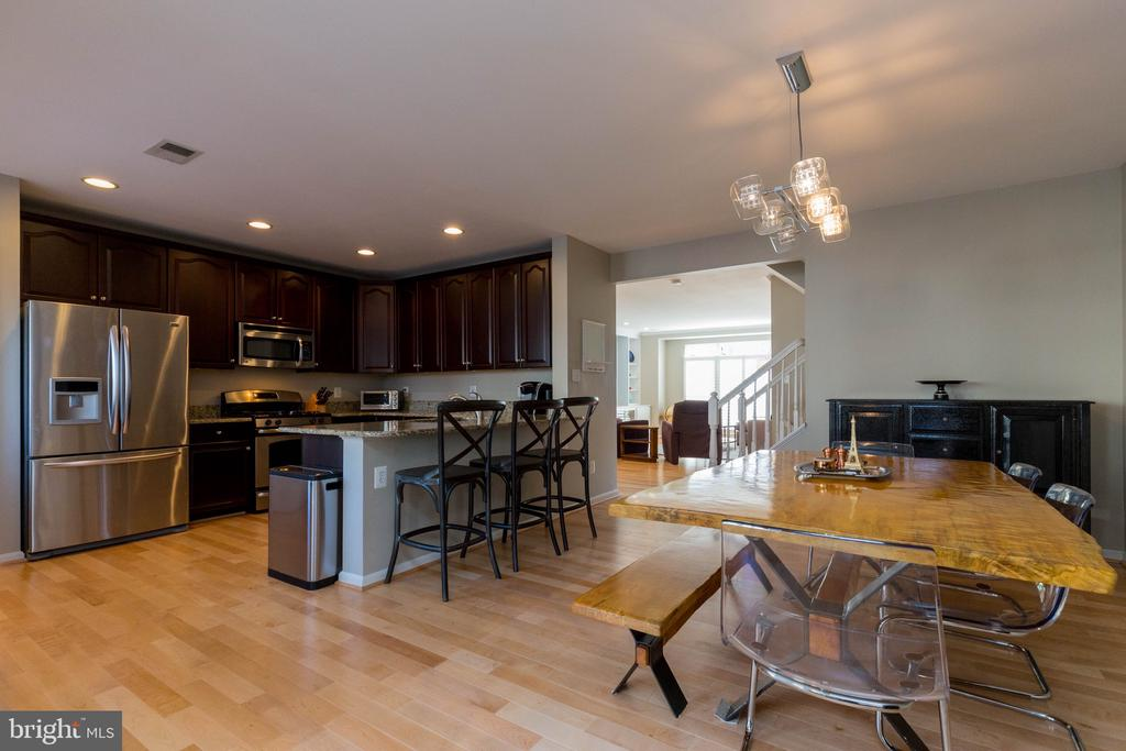 Spacious Gourmet Kitchen - 1978 LOGAN MANOR DR, RESTON