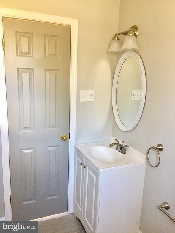 Bathroom - 4300 SKYLINE DR, SUITLAND