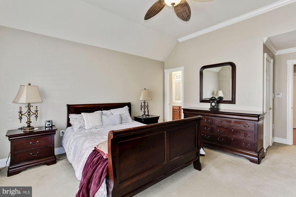 Large Bedroom 2 - 3509 SCHUERMAN HOUSE DR, FAIRFAX