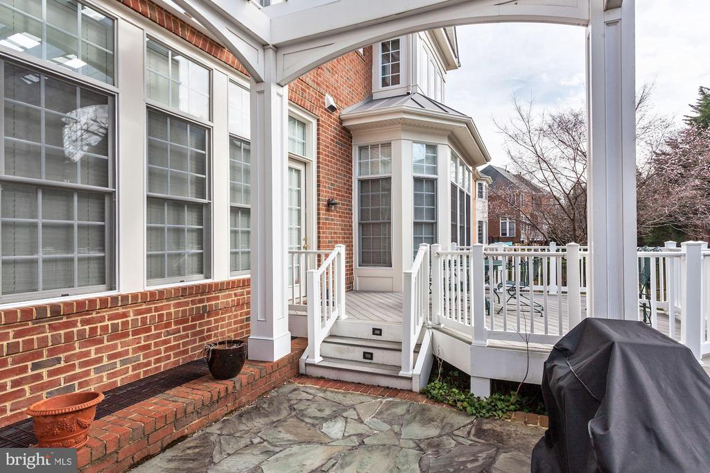 Entertain and Relax Outside View 4 - 3509 SCHUERMAN HOUSE DR, FAIRFAX