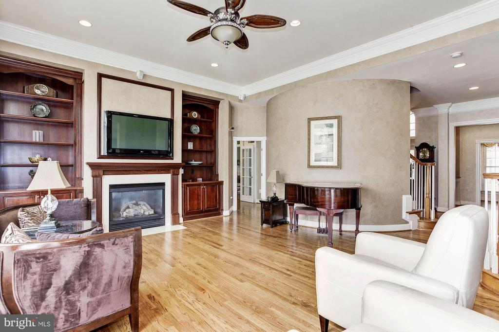 Family Room opens up to Kitchen Area - 3509 SCHUERMAN HOUSE DR, FAIRFAX