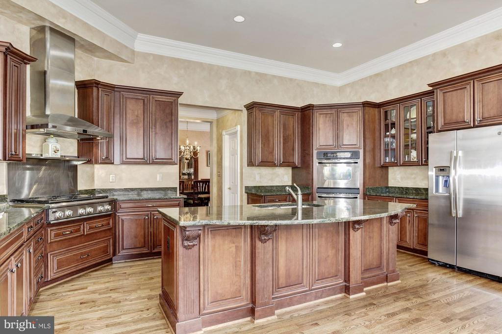 Amazing Kitchen with Plenty of Cabinet Space - 3509 SCHUERMAN HOUSE DR, FAIRFAX