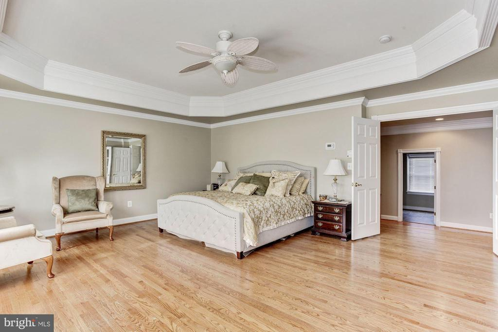 Hardwoods Floor all throughout the Owners Suite - 3509 SCHUERMAN HOUSE DR, FAIRFAX