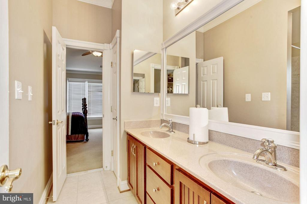 Jack and Jill Bedrooms with Separating  Bathroom - 3509 SCHUERMAN HOUSE DR, FAIRFAX