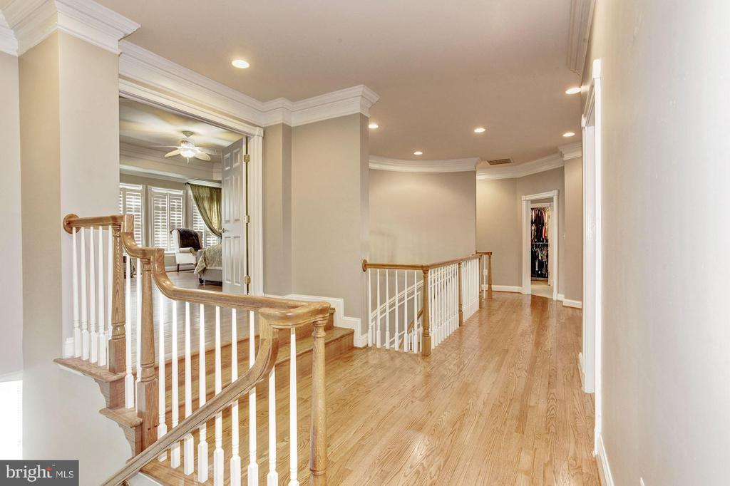 Hardwood Floors on the Second Level Foyer - 3509 SCHUERMAN HOUSE DR, FAIRFAX