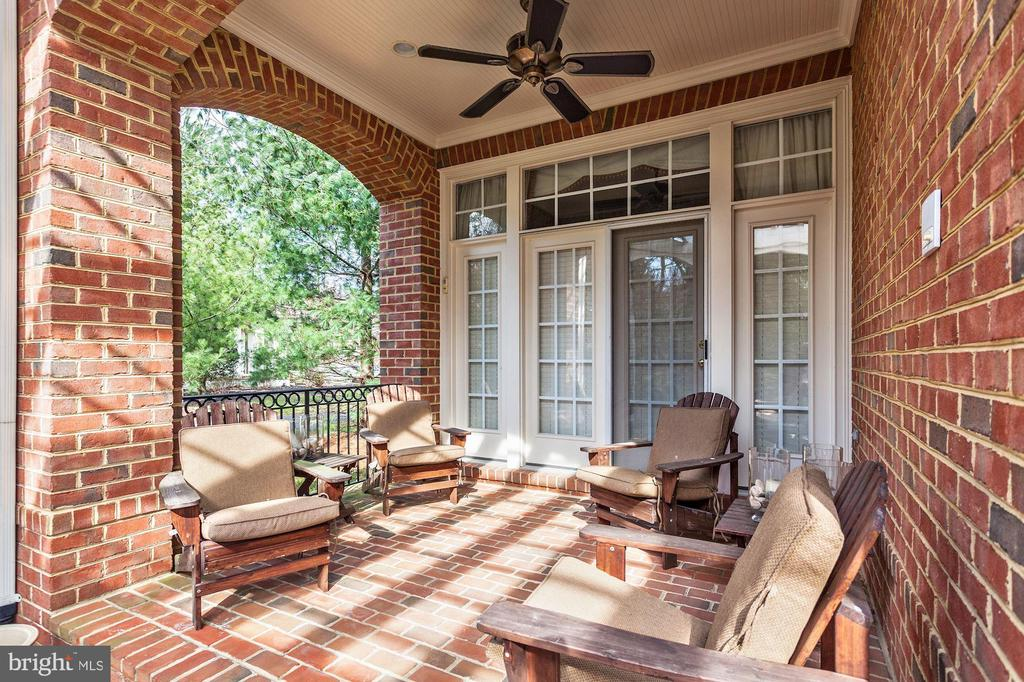 Entertain and Relax Outside View 8 - 3509 SCHUERMAN HOUSE DR, FAIRFAX