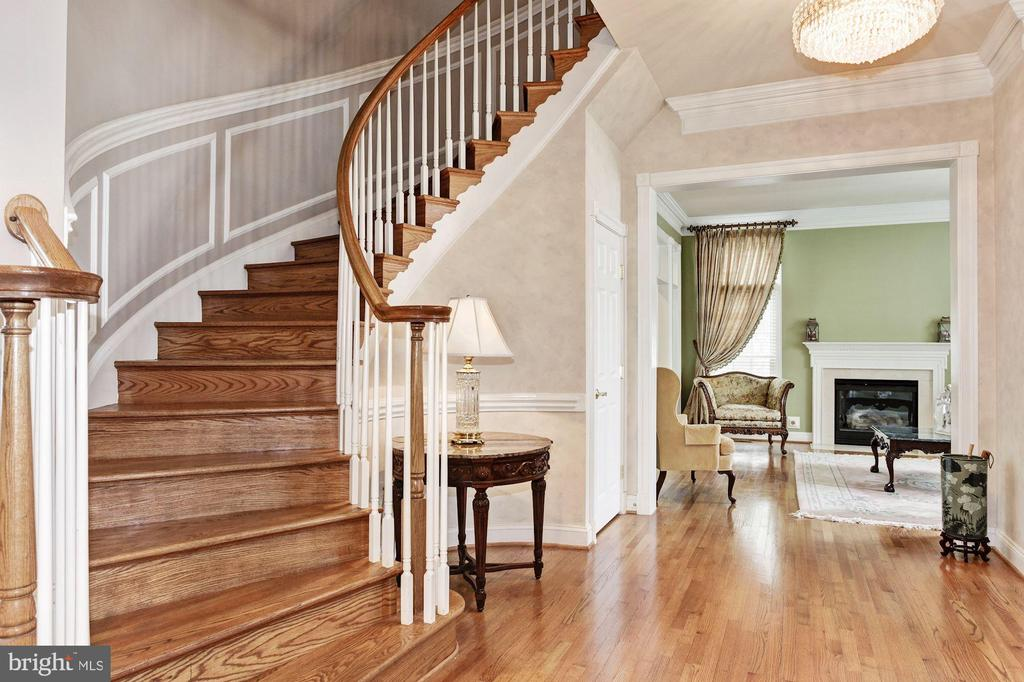 Wonderful Stair Case Welcomes You - 3509 SCHUERMAN HOUSE DR, FAIRFAX