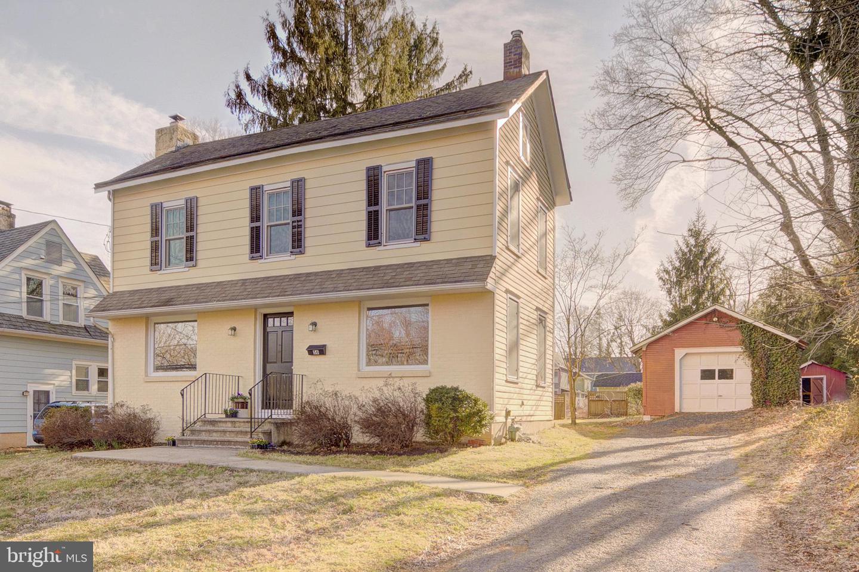 Maison unifamiliale pour l Vente à 56 N GREENWOOD Avenue Hopewell, New Jersey 08525 États-UnisDans/Autour: Hopewell Borough