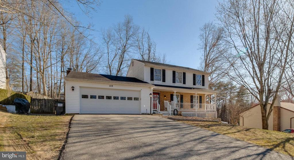Plenty of parking and a side patio - 218 FALLSWAY LN, STAFFORD