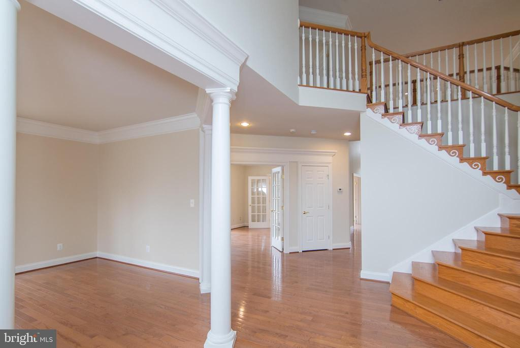 Foyer view LR to left and door to 1st study - 36895 LEITH LN, MIDDLEBURG