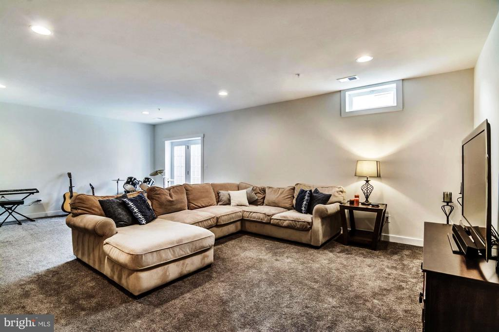 Sprawl out and Watch a Movie! - 17152 GULLWING DR, DUMFRIES