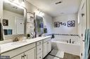 Master Bath. Jetted Tub. Dual Sink Vanity - 17152 GULLWING DR, DUMFRIES