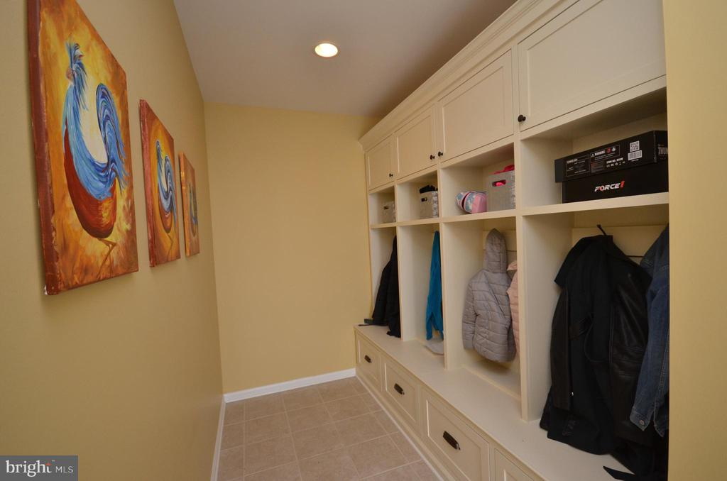 Mudroom with Built-In Shelving & Storage - 1010 LACONIAN ST SE, LEESBURG