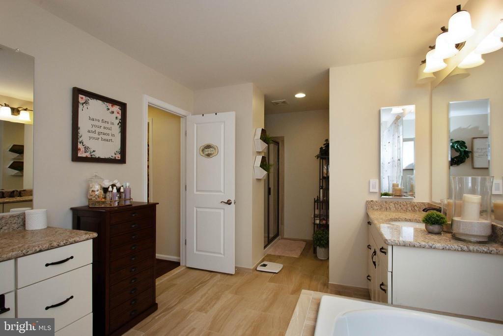 Master Bathroom with Separate Shower - 1010 LACONIAN ST SE, LEESBURG