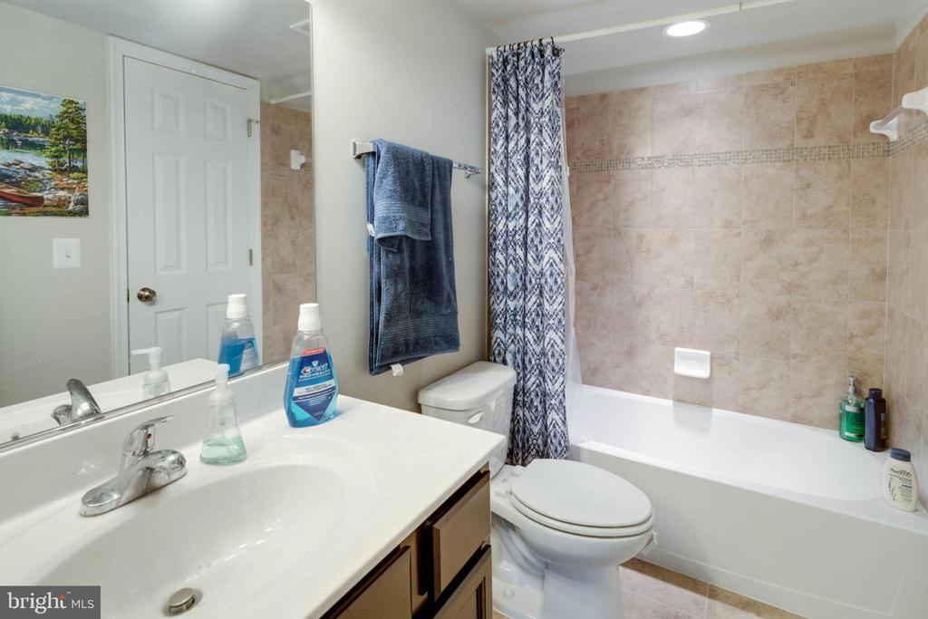 Full bath for lower level - 10283 SPRING IRIS DR, BRISTOW