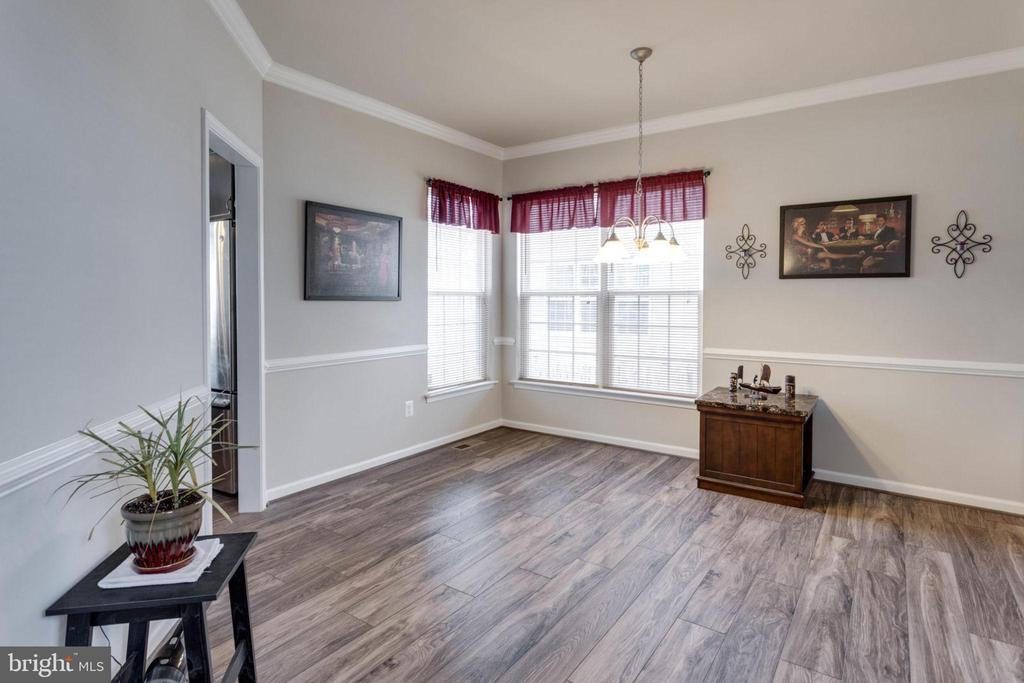 Huge dining room has chair rail and crown molding - 10283 SPRING IRIS DR, BRISTOW