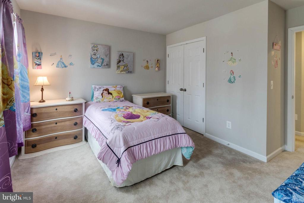 Bedroom 3 view to closet - 10283 SPRING IRIS DR, BRISTOW