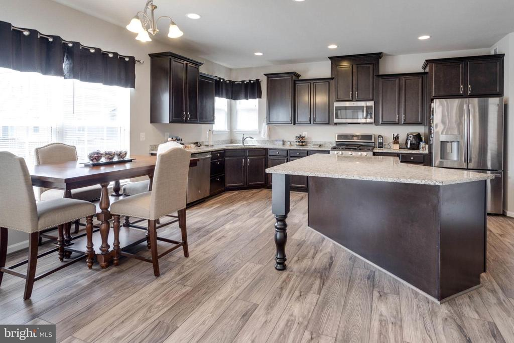Breakfast and kitchen with dramatic island - 10283 SPRING IRIS DR, BRISTOW