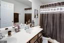 Double vanity full bath in hall of upper level - 10283 SPRING IRIS DR, BRISTOW