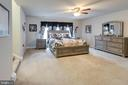 Large sleeping area in master suite - 10283 SPRING IRIS DR, BRISTOW