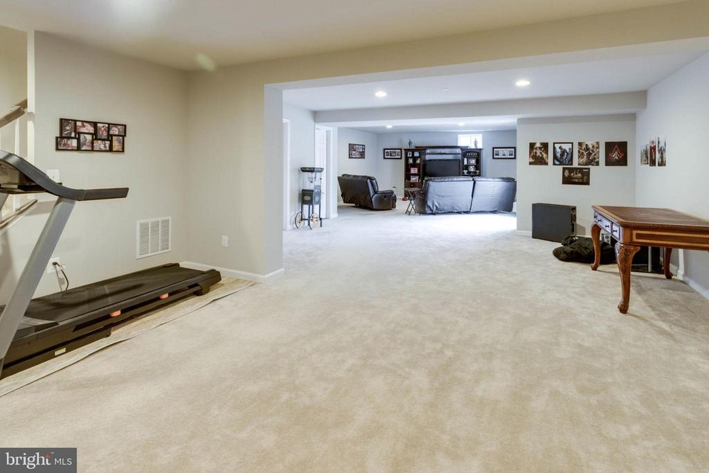 Many uses for this versatile area - 10283 SPRING IRIS DR, BRISTOW