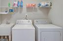 Ultra-convenient upper level laundry with tub - 10283 SPRING IRIS DR, BRISTOW