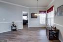 Dining room with corner windows - 10283 SPRING IRIS DR, BRISTOW