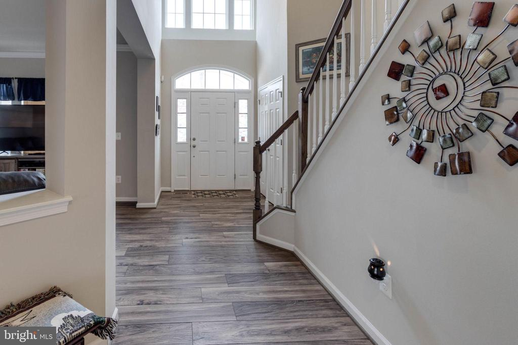 Back up to the entry hall and the soaring foyer - 10283 SPRING IRIS DR, BRISTOW