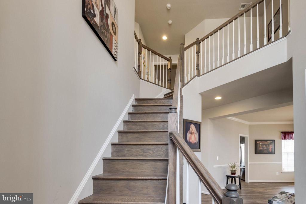 Hardwood stairs up from foyer - 10283 SPRING IRIS DR, BRISTOW