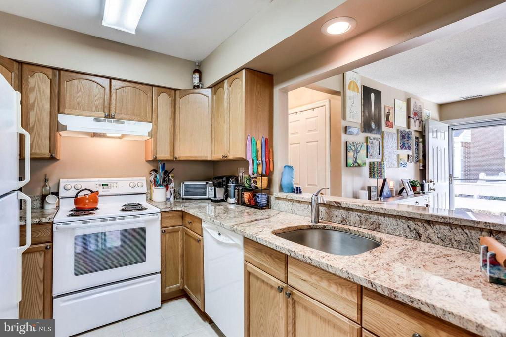 Kitchen with granite, open to living area - 7592-F LAKESIDE VILLAGE DR, FALLS CHURCH