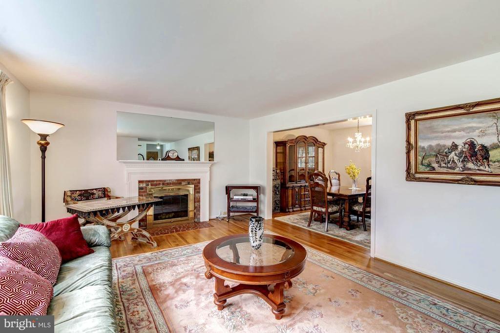 Spacious Living Room - 9329 GLENBROOK RD, FAIRFAX